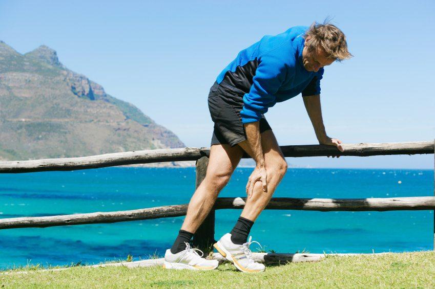 Corredor sentindo dor na perna | Doença vascular periférica