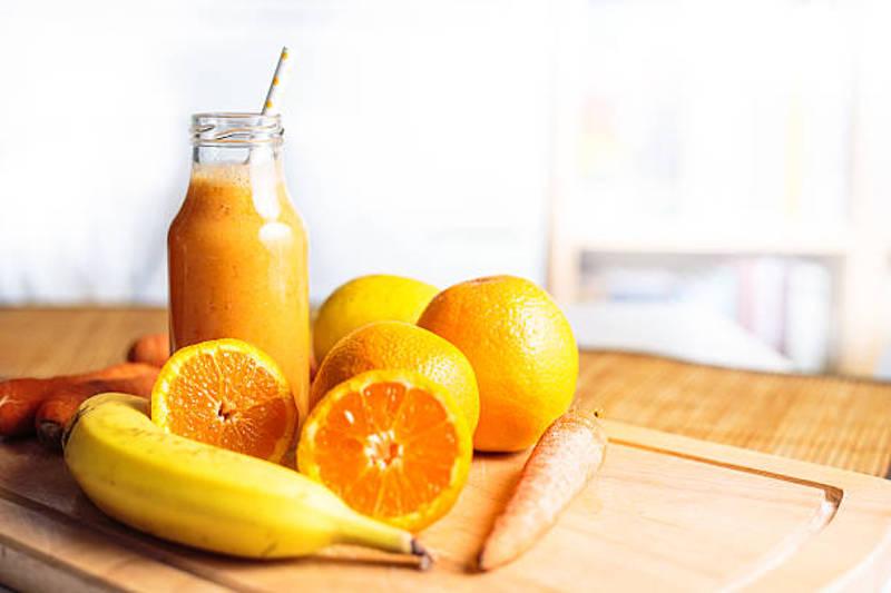 Fontes de vitamina A: laranja, banana e cenoura
