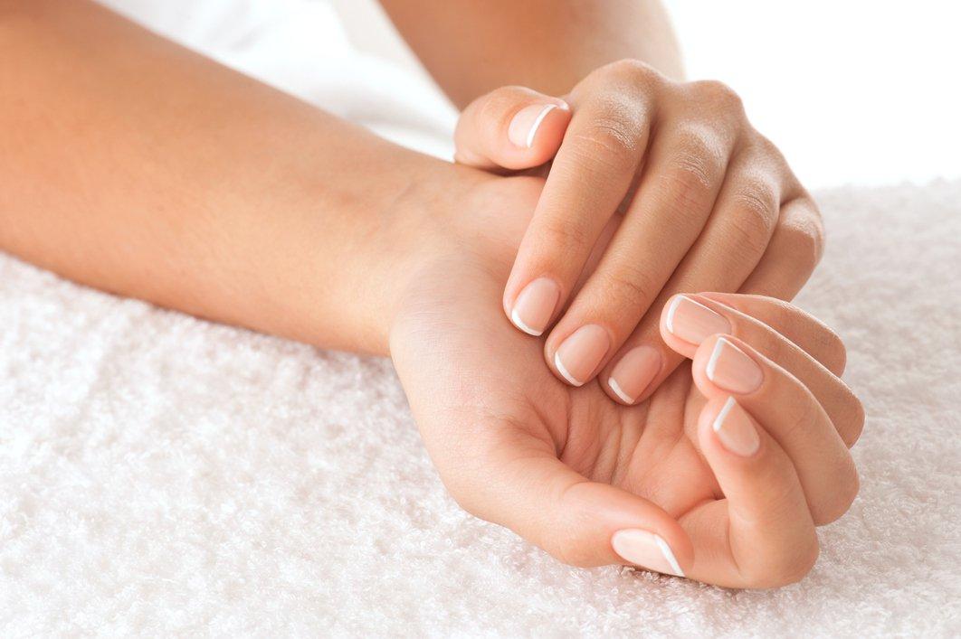 Mão femininas polivitamínico cabelo e unhas