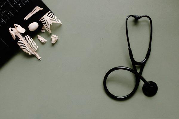 Como adotar um estilo de vida saudável que favoreça os ossos?